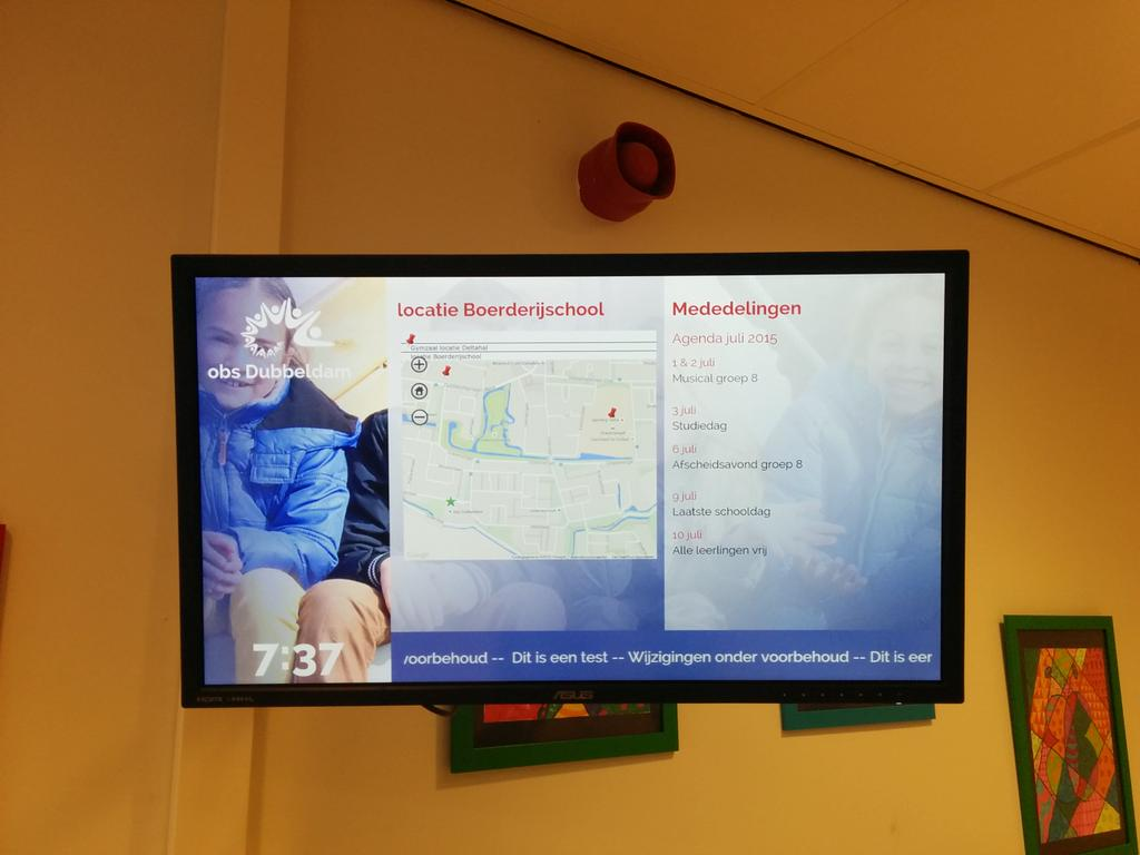 digital signage in school