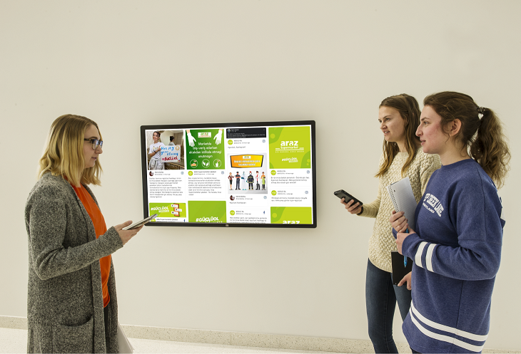 A social media wall powered by Rise Vision and Taggbox